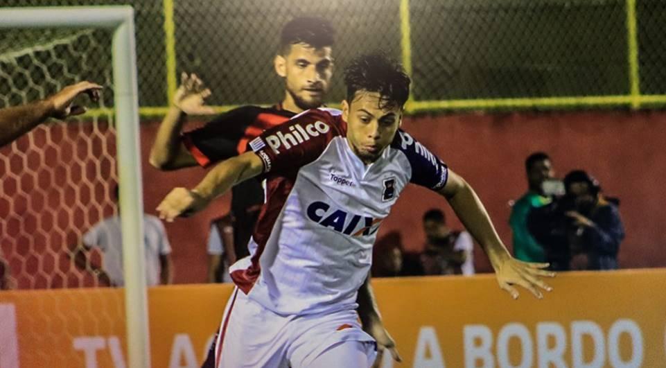 Paraná perde para o Vitória e continua na zona de rebaixamento do Brasileirão