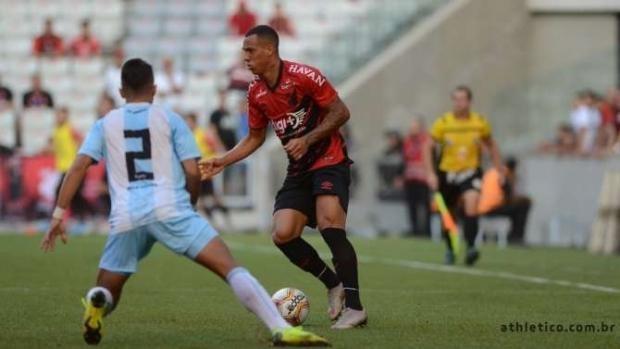 Athletico goleia o Londrina na abertura da terceira rodada do Paraense