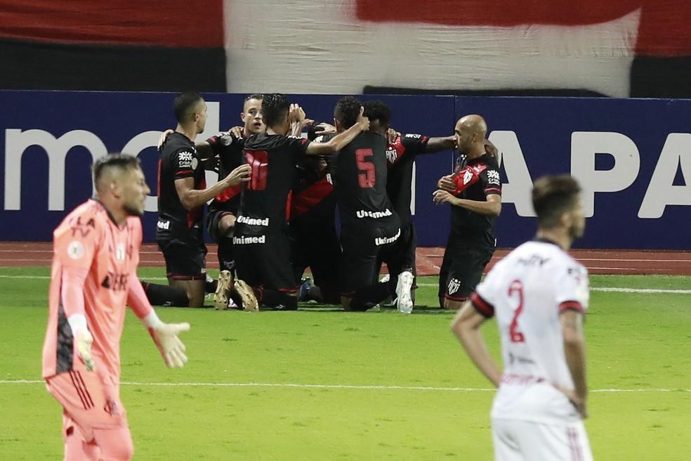 """Dome coloca """"elefante no quarto"""", e Flamengo se perde diante do Atlético-GO"""